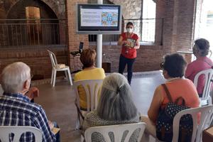 """Records i memòria als Museus. Una nova activitat sensorial destinada a la gent gran per conèixer """"La Rajoleta"""""""